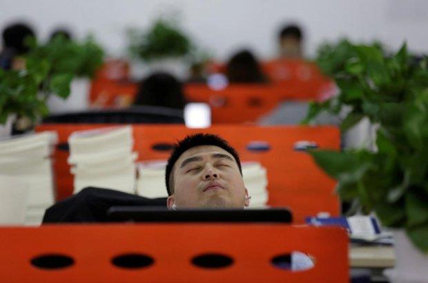 Моча и побои ремнем: неадекватные боссы «креативно» наказывают плохих сотрудников