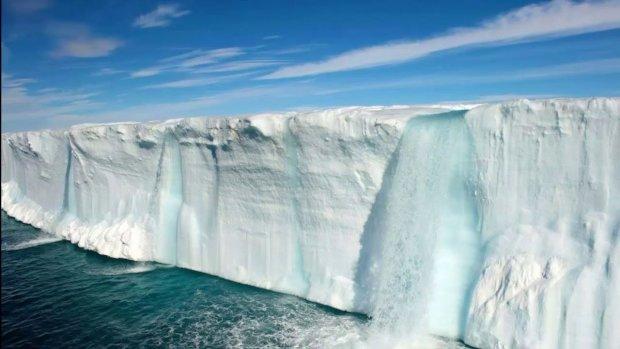 Арктические ледники стремительно тают: земле грозит кошмарная катастрофа, страшные пророчества начинают сбываться?