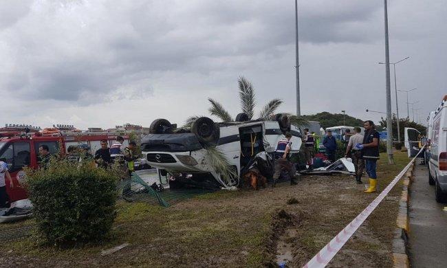 """""""Увозили на вертолетах"""": пассажирский автобус попал в серьезное ДТП, есть пострадавшие, фото"""