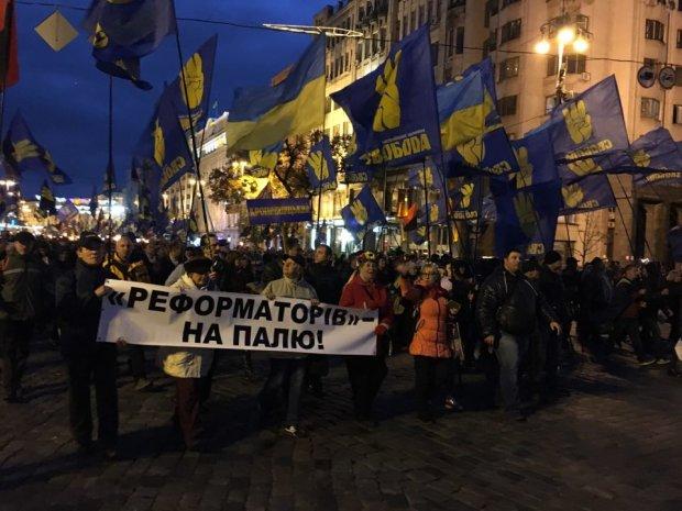 «Порошенко, Янукович, ваші нари будуть поруч». Как националисты два часа маршировали по Киеву