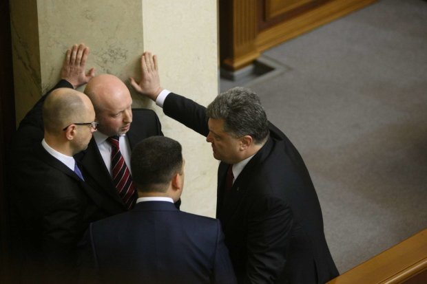 Очередная громкая отставка в окружении Порошенко, Турчинов уходит с должности: первые подробности