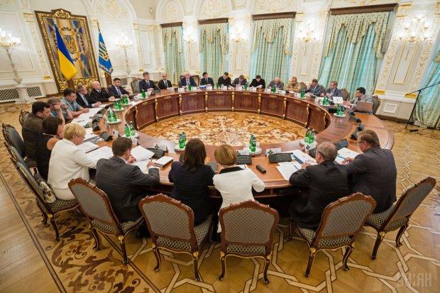 СРОЧНАЯ НОВОСТЬ! СНБО созывает заседание по войне на Донбассе
