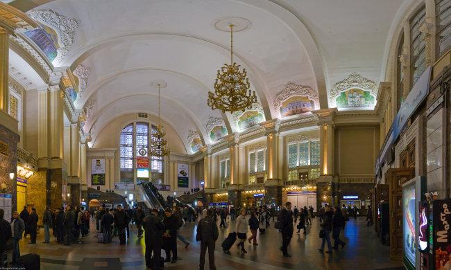 Паника и массовая эвакуация: копы оцепили киевский вокзал, что происходит