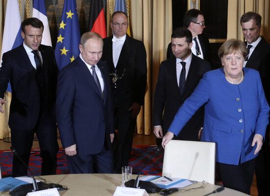 """Обязались выполнить до 31 декабря: стало известно о первой договоренности Путина и Зеленского на """"нормандском саммите"""""""