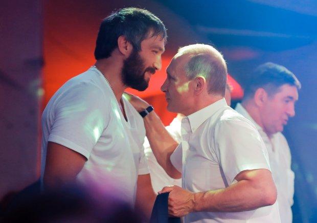 Путин превращается в женщину: «на лабутенах и в о***тельных штанах», Россия в шоке