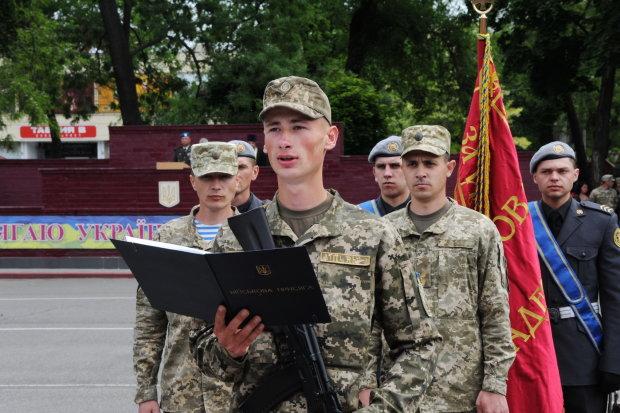 SOS! Волонтер умоляет украинцев помочь! На передовую бросили 18-летних детей, судьба юных патриотов в наших руках