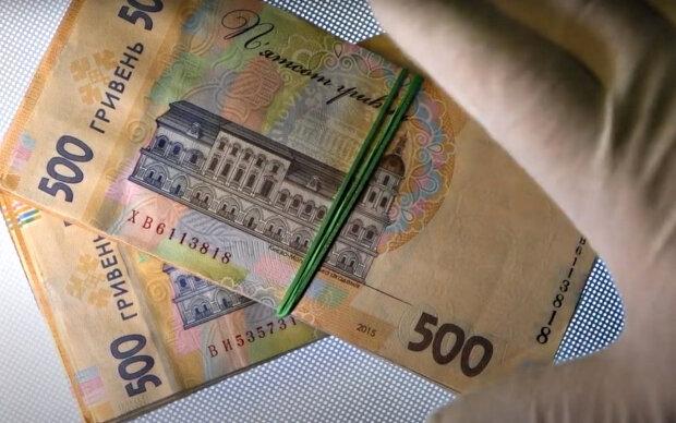 Зарплаты госслужащих. Фото: скриншот YouTube-видео.