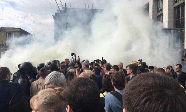 Центр Киева перекрыт, дым, крики, полиция. Нацкорпус пошел в атаку. Первые подробности