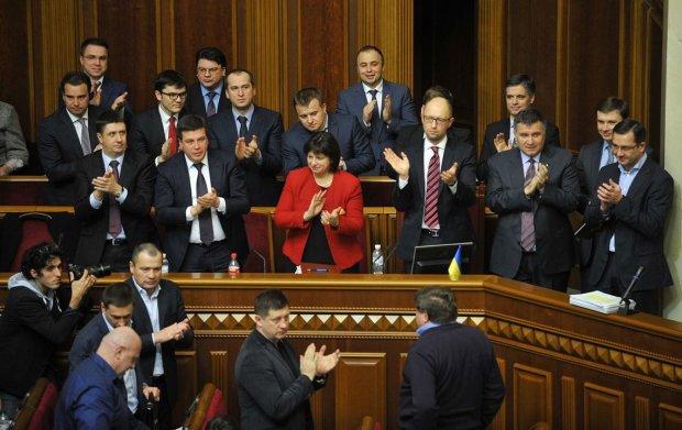 Верховная зрада: украинские депутаты показали карту страны без Крыма