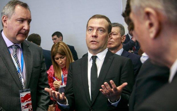 Пока россияне доедают последний кусок хлеба, у охранника Медведева нашли дворец за миллиард рублей: как холуи верхушки мафиозной банды грабят Россию
