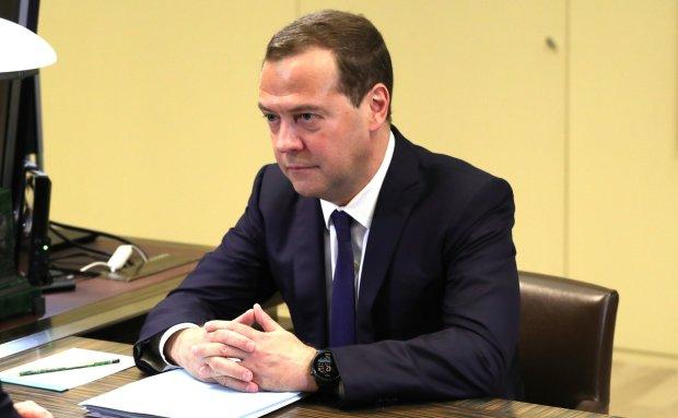 «Россия очень любит Украину, но санкции все равно введет», — Медведев выпалил новый шедевр, ржут даже депутаты