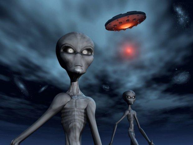 """Мужчина случайно заснял пришельца: """"они больше не скрываются"""", видеофакт"""