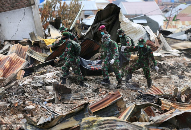 Разрушительный шторм унес жизни десятков людей: целые дома ушли под воду, вокруг крики и слезы, страшные кадры ужасают
