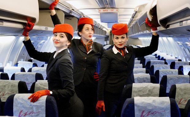 Это просто умора: в сети показали, чем занимаются стюардессы, пока самолет пустует