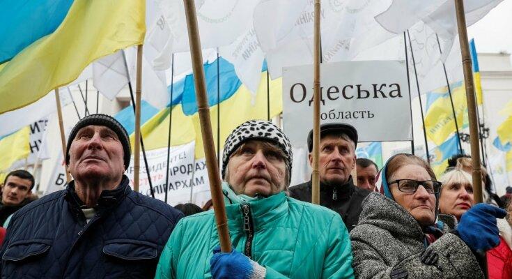 Украинцы штурмуют Верховную Раду, уже стянули технику: кадры