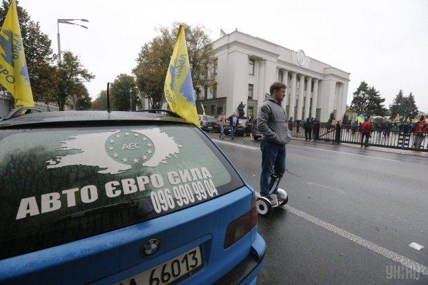 Митингующие блокируют дороги в Украине: что происходит