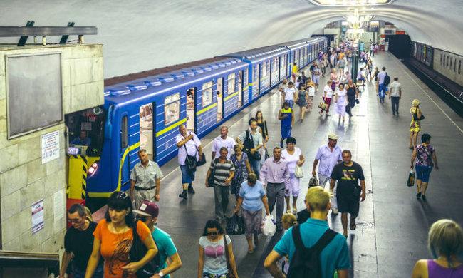 В Киеве экстренно перекрыли метро, люди оказались взаперти: детали и видео