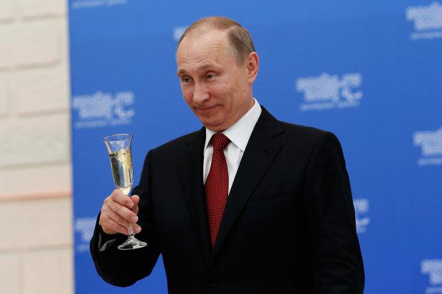 Путин заценил «девочек» на глазах у всей страны, позорное видео уже слили в сеть