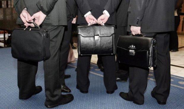 Присосался к корыту: блоггер обличил еще одного чинушу, нажившего миллионы за счет налогоплательщиков