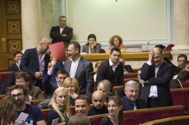 Знают ли депутаты, сколько стоит газ, молоко и хлеб? Результаты опроса шокировали бедных украинцев