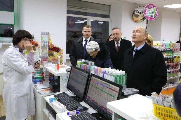 «Думали, вы приболели»: россияне обрадовались визиту Путина в аптеку