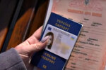 Паспорт гражданина Украины. Фото: скриншот YouTube-видео.