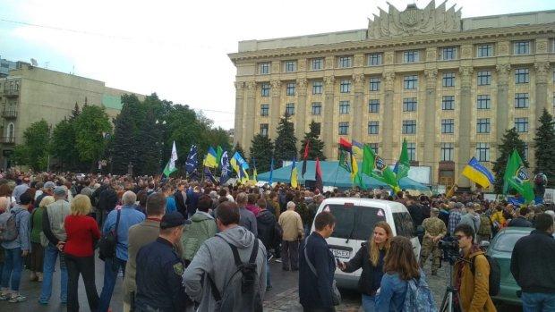 Началось! Харьков на ушах, люди вышли на Майдан, что происходит