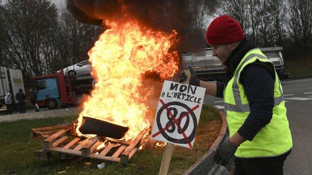 Во Франции назревает что-то страшное: страна повергнута в хаос, есть первые погибшие