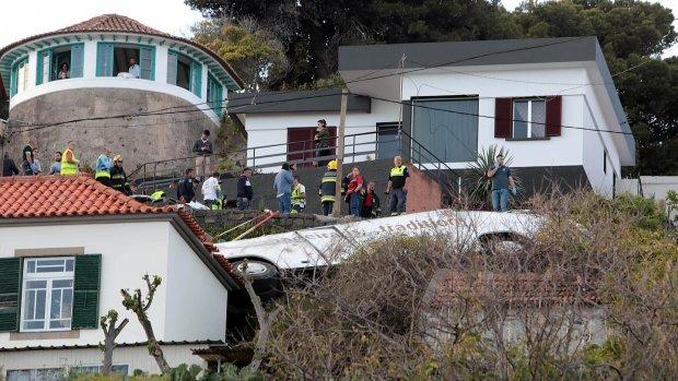 Переполненный автобус влетел в жилой дом: десятки жертв, медики и спасатели не справляются