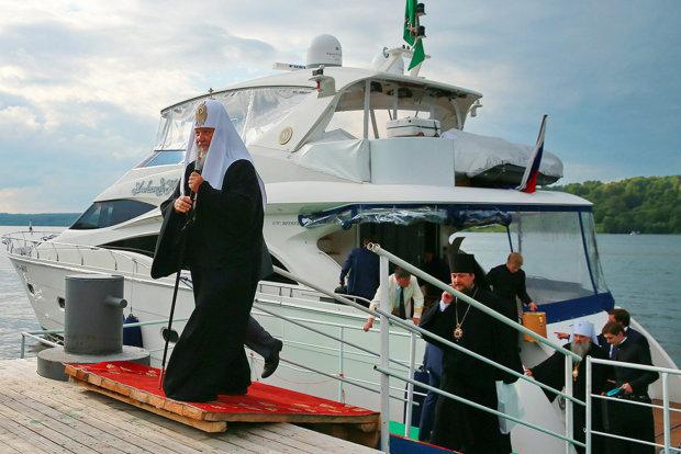 Священник или олигарх? Московский поп купается в золоте и роскоши, он не знает куда девать свои миллионы