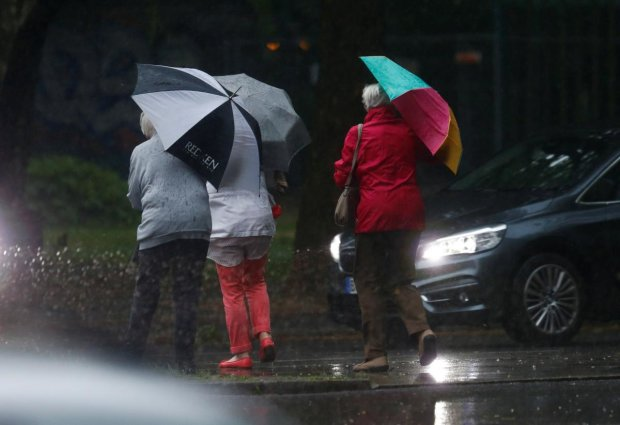 Синоптик рассказала о сюрпризах погоды в ближайшие дни: зонты и дождевики прятать не стоит