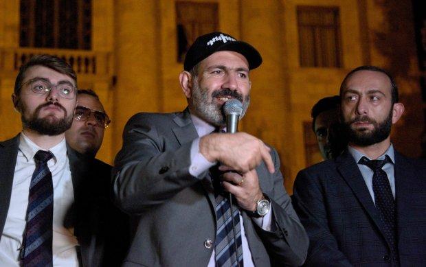 Зеленский заставил главу Армении заговорить на украинском: детали необычного поздравления