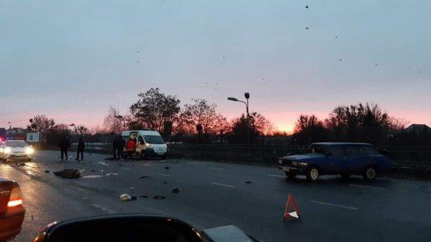 Грузовик протаранил школьный автобус: детали кровавой трагедии наводят ужас, вся страна оплакивает погибших
