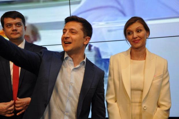Зеленский хочет съехать с Банковой: Администрации президента больше не будет