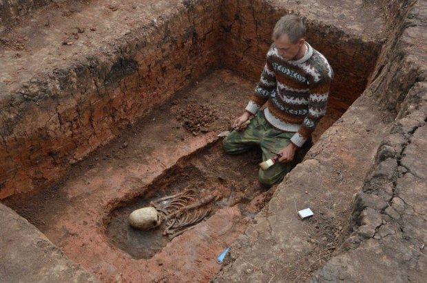 В старинной гробнице наткнулись на дюжину святых