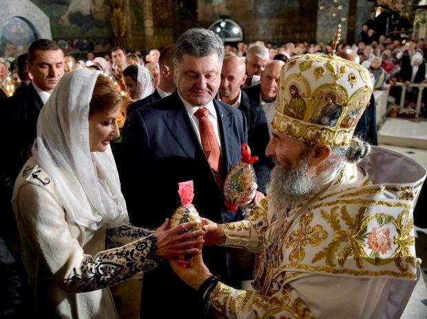 Обыски в Почаевской Лавре: московские попы заскулили от страха и нажаловались Порошенко. Жалко приходы терять?