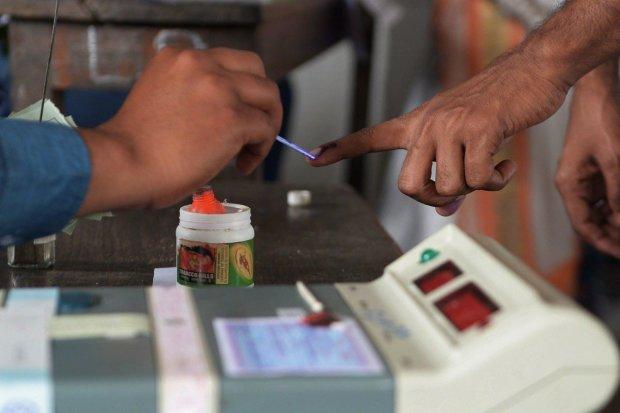 Мужчина лишил себя пальца за ошибку в бюллетене: проголосовал не за того