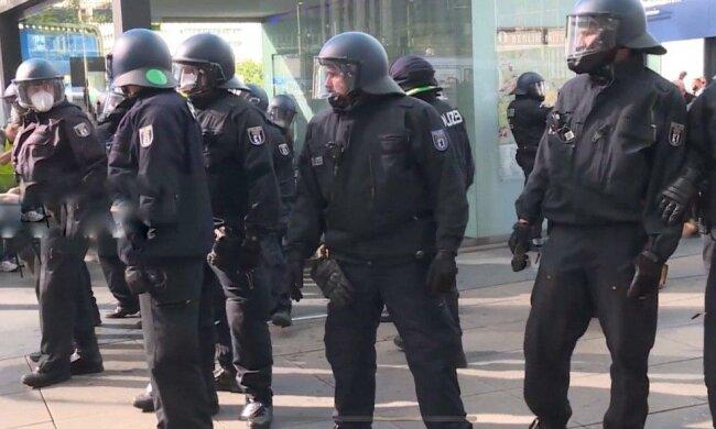 Массовые беспорядки в Германии - полиция потеряла контроль над разъяренной толпой