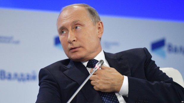 «Как он трясется за свою никчемную шкуру»: перепуганный Путин осрамился на банкете, эти кадры взорвали соцсети