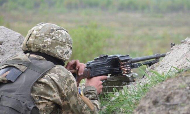 Украинских военных снова поливают огнем на Донбассе: боевики активизируются только под покровом ночи, детали