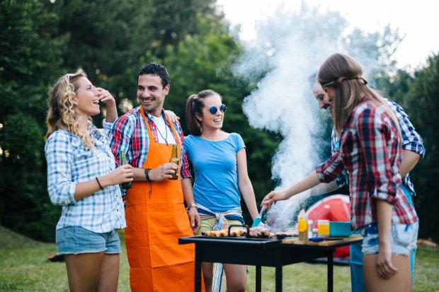 Ешьте все подряд и запивайте алкоголем: диетолог рассказала, как похудеть после майских праздников