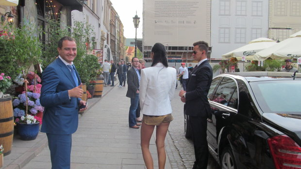 Молоденькая жена украинского депутата случайно сдала «папика» с потрохами — показала левые 200 миллионов