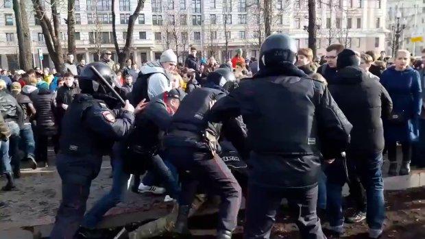Украинец задал Порошенко неудобный вопрос и лишился самого ценного: «били толпой до потери сознания»