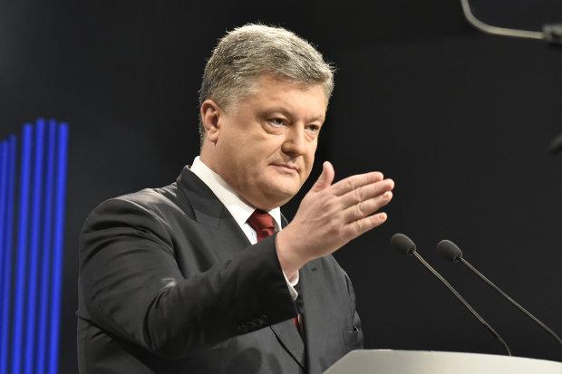 Агрессия президента Украины направлена в первую очередь на свой собственный народ. К сожалению, нынешнее руководство хочет только властвовать: в Госдуме вставили своих пять копеек по заявлению Порошенко