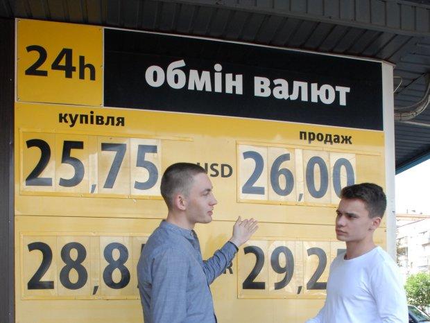 Доллар побьет все рекорды, украинцы не верят собственным глазам
