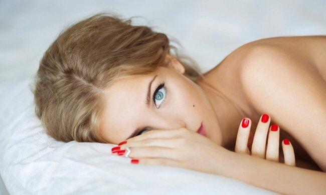 """Кристина Асмус показала, как развлекается без Гарика Харламова: """"Очень большие пальцы"""""""