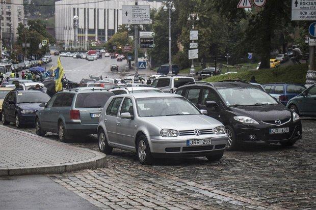 Рада решила еще больше усложнить жизнь автомобилистам, налог уже ввели, готовьтесь отдать последнее
