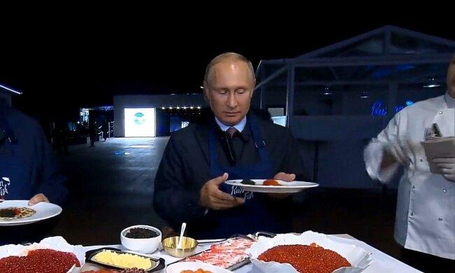 В присутствии врача и с сотнями проверок — стало известно, как кормят Путина в Кремле