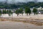 Проливные дожди вызвали катастрофическое наводнение в Японии. Фото: скриншот YouTube
