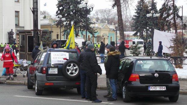 Евробляхеры оказались в большой опасности, группа бандитов не щадит никого, украинцы вопят о помощи